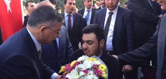 Bursa'ya gelen Milli Eğitim Bakanımız Sayın İsmet Yılmaz'ı  karşıladık